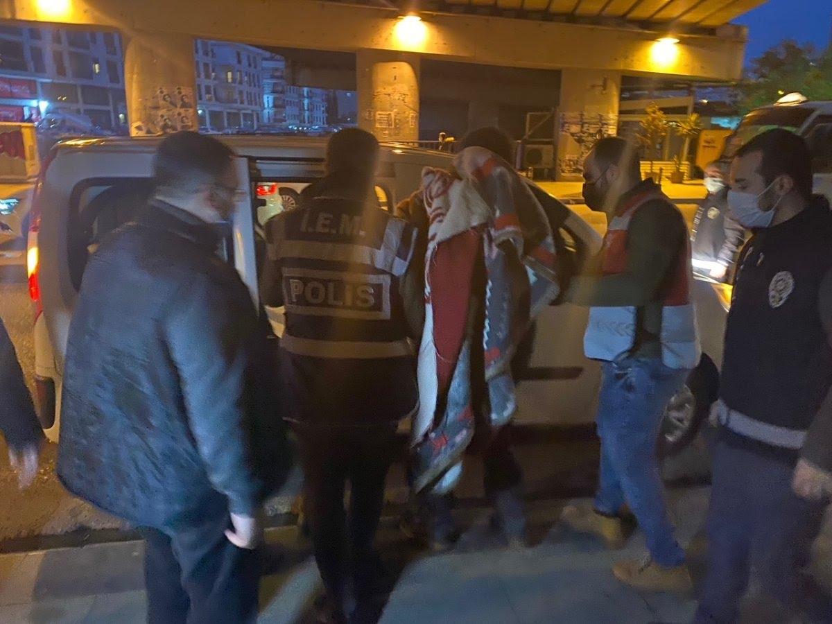 Maltepe'de sokakta kalan vatandaş günler süren ikna çabalarıyla otele yerleştirildi #5