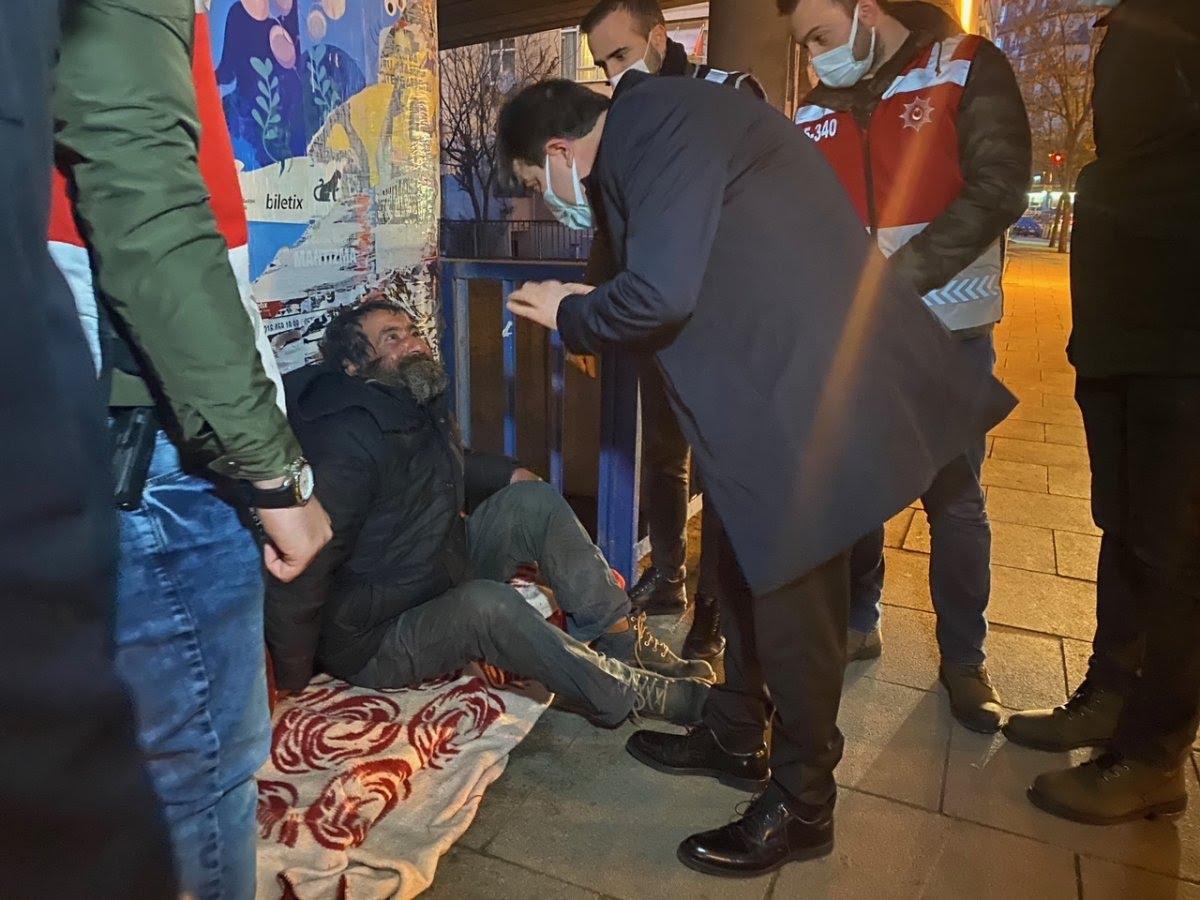 Maltepe'de sokakta kalan vatandaş günler süren ikna çabalarıyla otele yerleştirildi #6